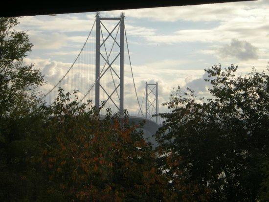 DoubleTree by Hilton Edinburgh - Queensferry Crossing: Forth Road Bridge