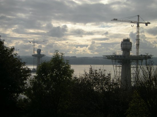DoubleTree by Hilton Edinburgh - Queensferry Crossing: Queen Margarets Crossing (under construction)