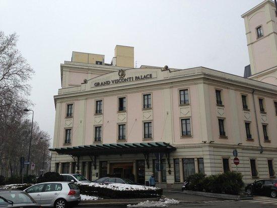 Grand Visconti Palace: Facciata e ingresso