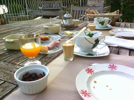 La Cascade de Saintonge : Breakfast
