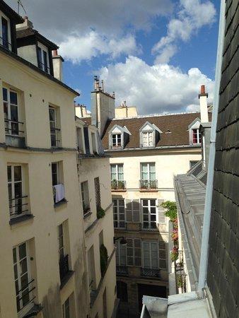 Hotel Le Clos Notre-Dame: vista laterale dalla finestra