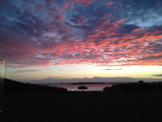 Cable Bay Vineyards Winery and Restaurant: Sunset