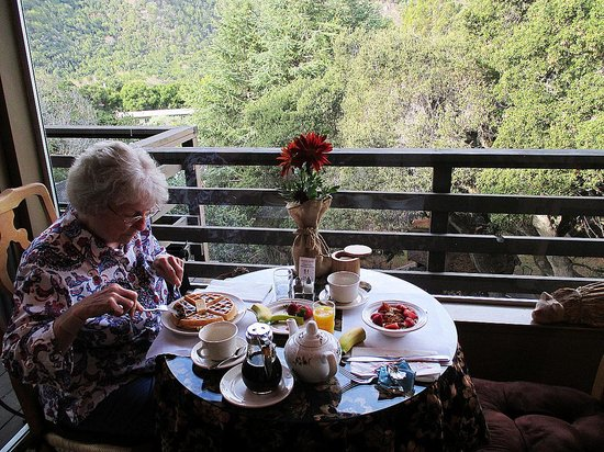 Hidden Valley Inn: Enjoying breakfast