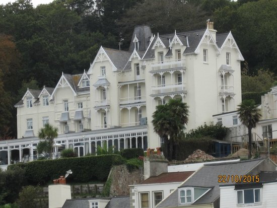 Somerville Hotel: Hotel from harbour side