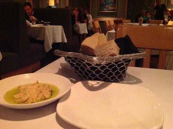 Caribou Restaurant + Wine Bar : Bread
