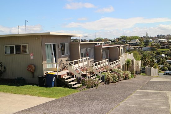 Torbay, New Zealand: Apartments looking down the hill.
