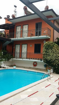Zia Carmela: Camere con vista piscina