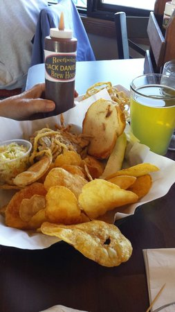 Reefpoint Brew House: Pulled pork sandwich with chips