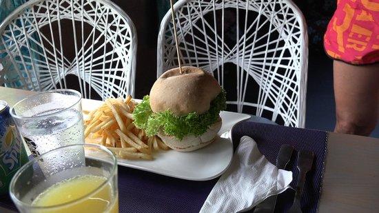 Fare La Canadienne: Succulent burger au poulet