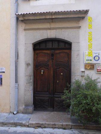 La porte d 39 entr e principale picture of maison gonzagues - Porte d entree maison ...