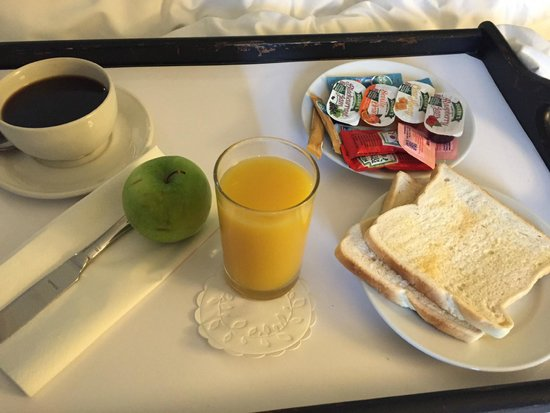 Holiday Inn London-Heathrow M4, Jct. 4: Poor breakfast in the room