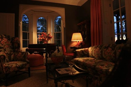 Cozy Living Room: Beautiful And Cozy Living Room