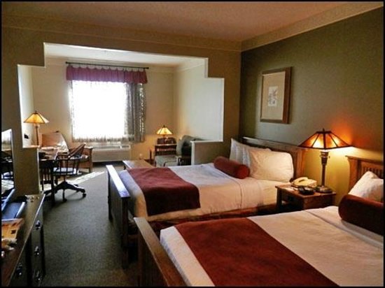 Best Western Plus Sunset Suites-Riverwalk: Suite 308 Double Room