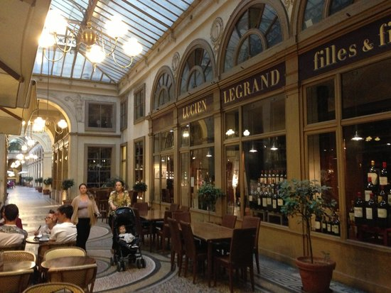 Legrand Filles et Fils: Вход в ресторан в галерее
