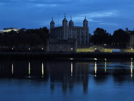 Travelodge London Central Tower Bridge: Easy walak from the hotel. Early morning Tower of London