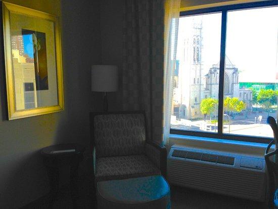 Hilton Garden Inn Minneapolis Downtown: Room and view