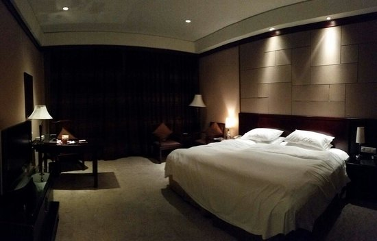 Crowne Plaza Hangzhou Xanadu Resort: Club Room. Nice view