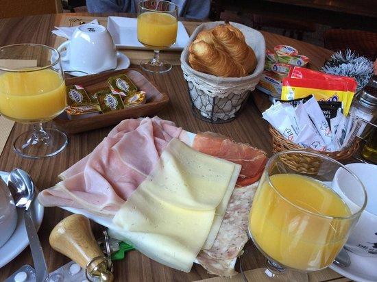 Aparthotel La Neu: Divino almuerzo
