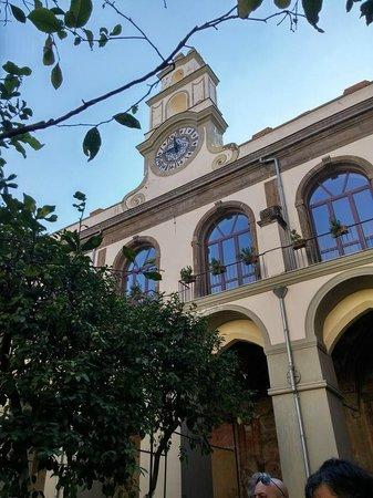 Associazione Culturale NarteA - Tours: Chiostro Basilica del Carmine