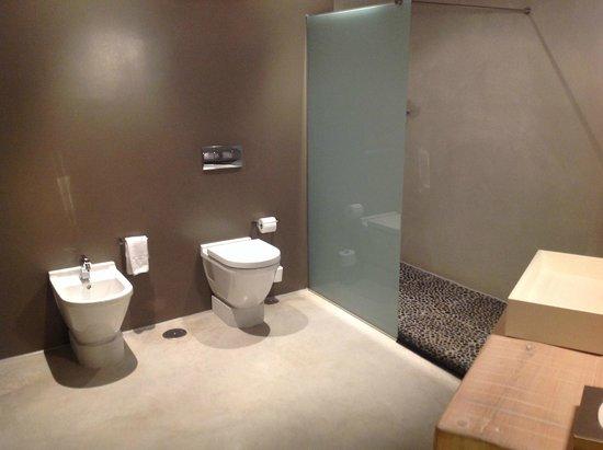 Hotel Viura : Room #203 Bathroom