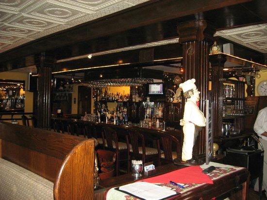 Sharky's Seagrill : Neat bar area