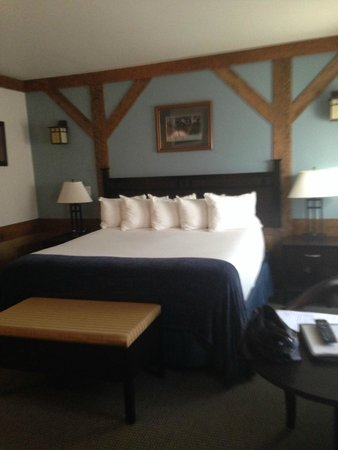 The Haber Motel: Lovely Bed