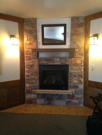 The Haber Motel : Fireplace