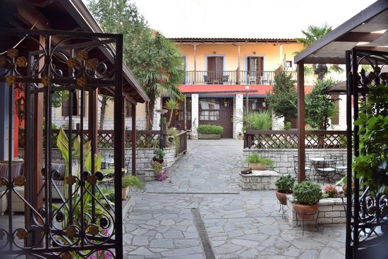 Politia Hotel: View from the entrance