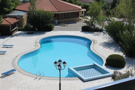 Acharnis Kavallari Hotel Suites: Superbe mais eau froide et saletés visibles.