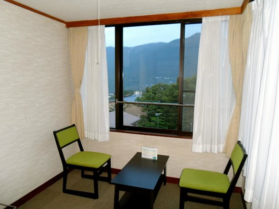 Gora Asahi Hotel: Sitting room area with view