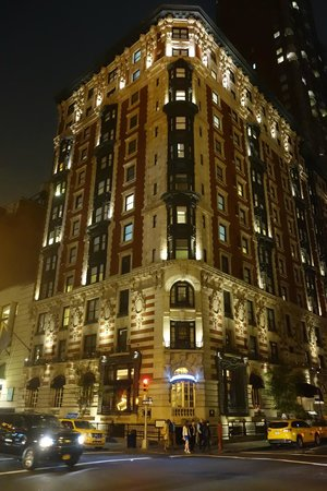 Carlton Hotel, Autograph Collection: Exterior at night