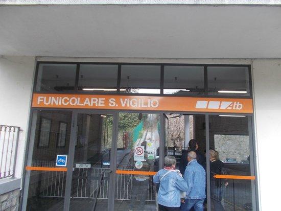 Funicolare San Vigilio: Ingresso funicolare