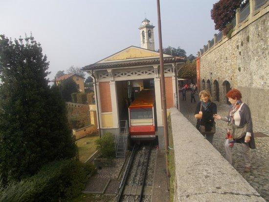 Funicolare San Vigilio: Alla stazione sul colle