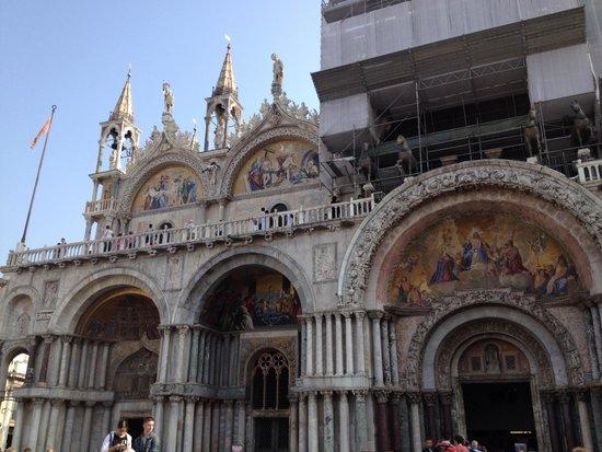 Dall 39 alto foto di basilica di san marco venezia for Esterno basilica di san marco