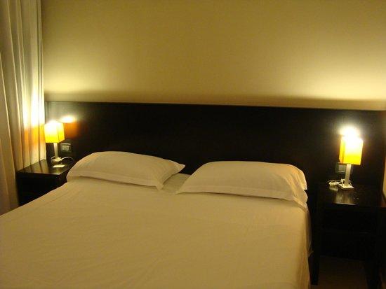 Hotel Aniene: Cama casal