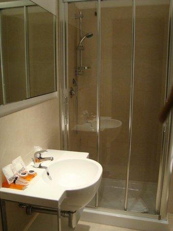Hotel Aniene: Banheiro