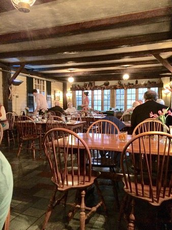 Salem Cross Inn Restaurant and Tavern: One of the dining rooms.