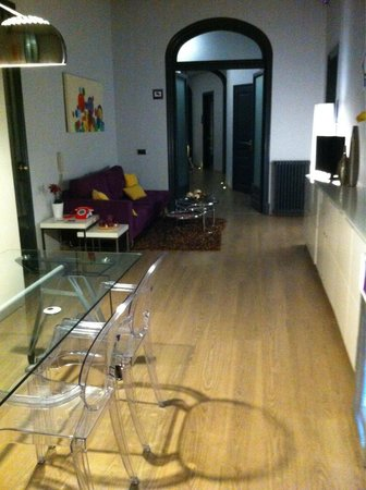 Umma Barcelona Bed & Breakfast Boutique : Reception/lobby area with kitchen facilities just on the other side of the door