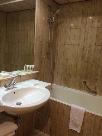 Mercure Grand Hotel Doha : Salle de bain