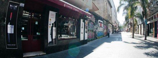 Esencia Uruguay: Peatonal Sarandi 359 Ciudad Vieja - Cerca de: Mercado del Puerto, Plaza Matríz, Plaza Zabala