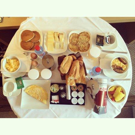 Hôtel Barrière L'Hôtel du Golf Deauville : Le petit déjeuner en chambre