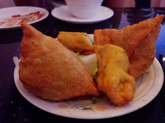 Kohinoor: Samosa and other appatizer mix