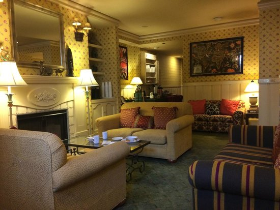 Petite Auberge : One of the public rooms for breakfast and happy hour.