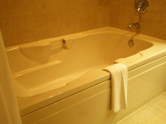 Horseshoe Tunica: huge tub