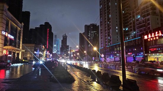The Eton Hotel Shanghai: Pudong Avenue at Night - 500 meters from The Eton