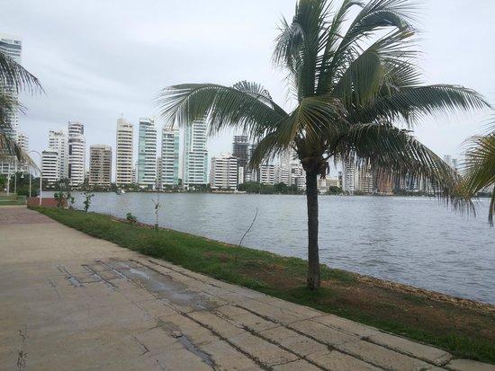 Atlantic Lux Hotel: Costanera sobre la bahia de Cartagena, a 2 cuadras del hotel