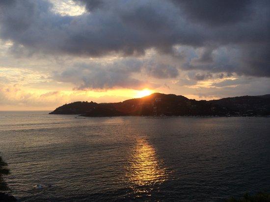 La Casa Que Canta : Sunsets were amazing
