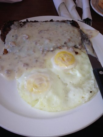 Goldie's Route 66 Diner : Chicken fried steak with eggs