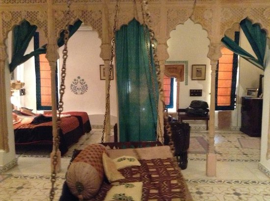 Deogarh Mahal: Our beautiful suit, with huge private patio a in room swing and that historic decor. This room a