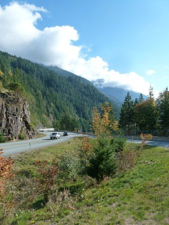 Sea to Sky Highway : Another shot north of Howe Sound